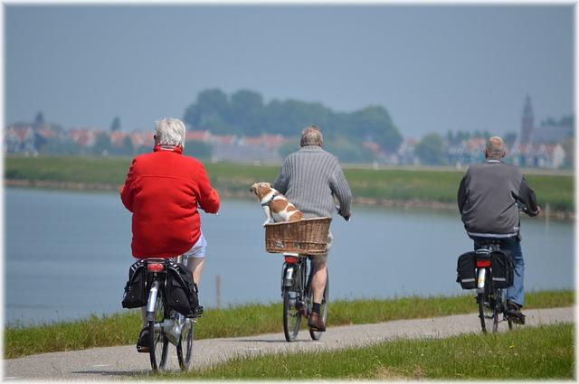 tři cyklisti