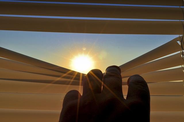 žaluzie s východem slunce