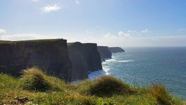 útesy v Irsku