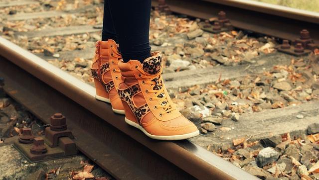 módní boty na klínku