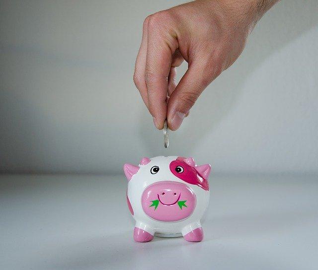 ukládání peněz do prasátka
