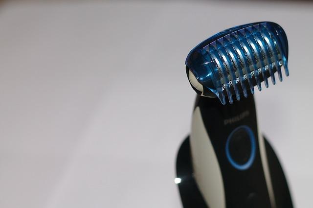 moderní holící strojek