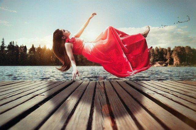levitace ženy