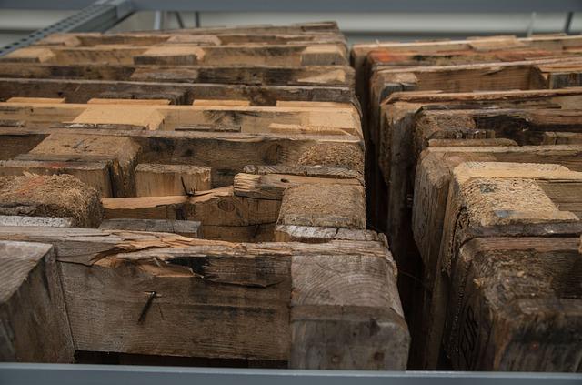 staré dřevěné palety