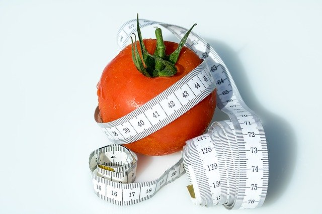 metr na přeměření a dietní rajče.jpg